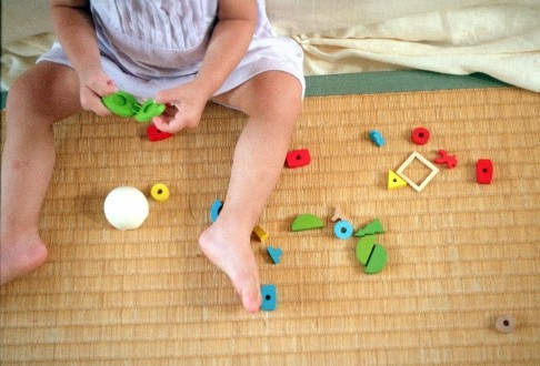 Jeux et activités d'éveil : quels bénéfices pour le développement des bébés ?